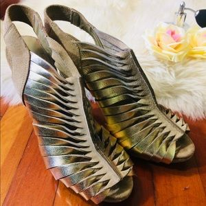 BCBG Gold Metallic Size 8.5 Gladiator Sandal